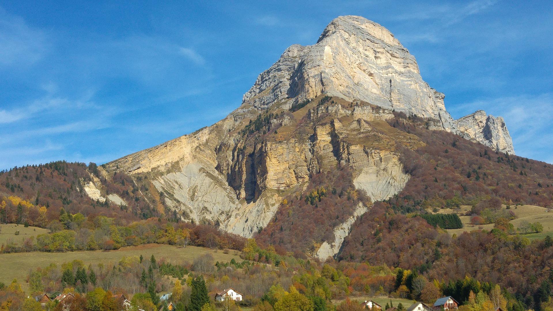 Massif montagneux dans les Alpes françaises